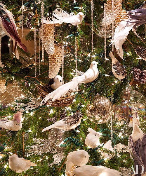item1.rendition.slideshowVertical.bronson-van-wyck-holiday-apartment-02-tree-decor
