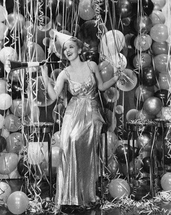 vintage-new-years-eve-fashion-party-streamers