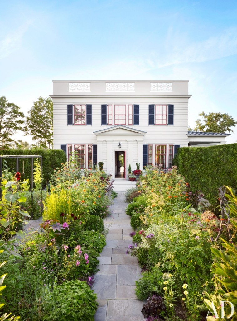 GREEK REVIVAL WEEKEND HOME OF PETER PENNOYER & KATE RIDDER - Milbrook, NY
