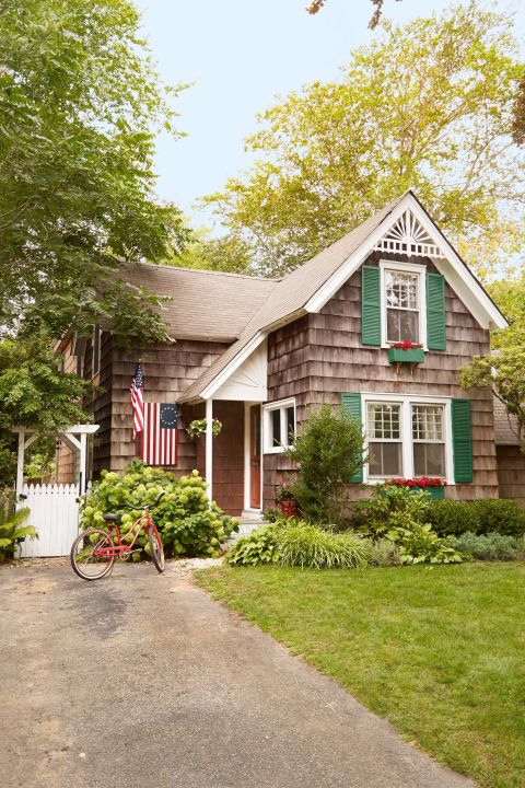 gallery-1465085422-clx030115-house-exterior-shutters