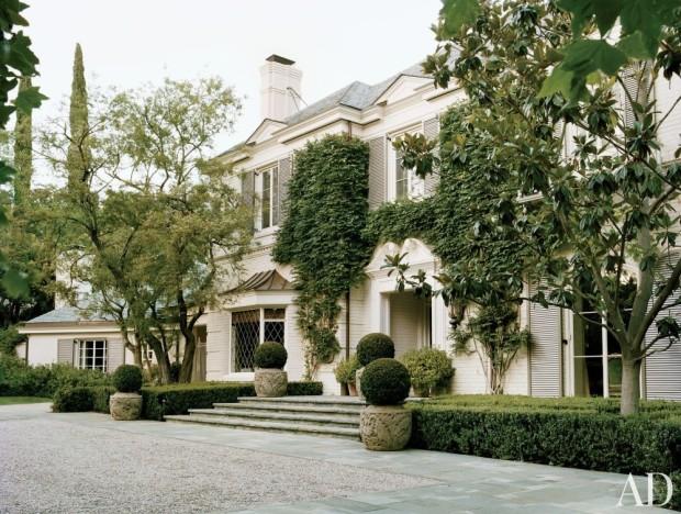 HOLLYWOOD REGENCY FACADE OF LAUREN KINGS HOME - Los Angeles, CA
